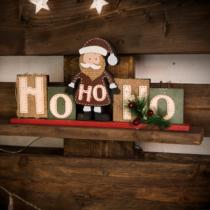 Family Christmas Karácsonyi polcdísz mikulással - 32 x 15,2 cm