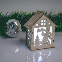 Family Christmas Karácsonyi LED dekor házikó - hidegfehér - fa - 6 féle - 10 x 12 x 5,6 cm - 6 db / display