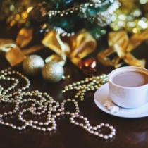 Family Christmas Karácsonyi dekor gyöngyfüzér - ezüst / arany színben - 3 m